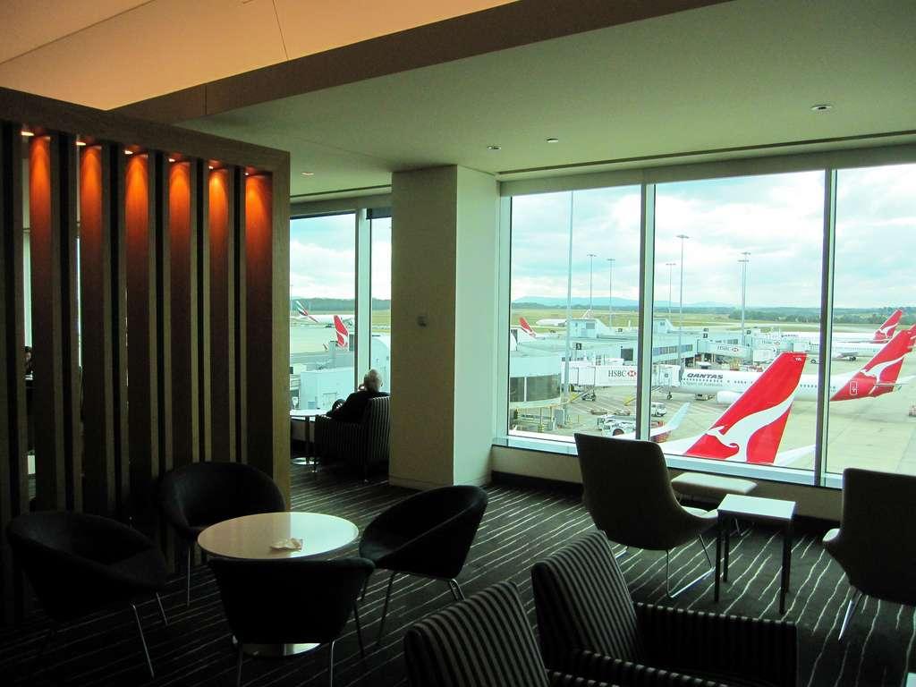 Qantas business lounge2