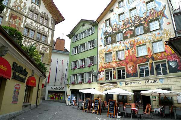 lucerne-old-town-murals